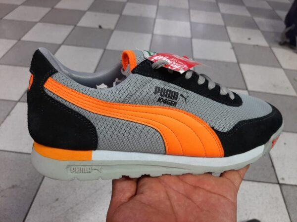 Pm jogger gris con naranja